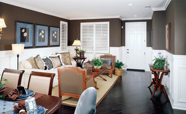 living-room-molding-wainscot